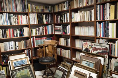 Aspecto de la biblioteca de García Berlanga, en su estudio de Madrid.