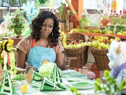 Michelle Obama, con las marionetas Gofre y Mochi.