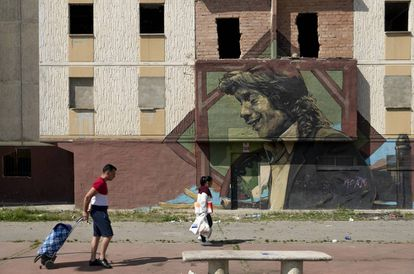 Un mural homenajea a Camarón en la barriada sevillana de Murillo