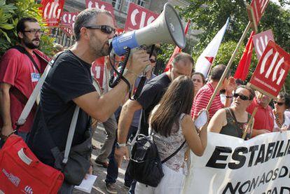 Protesta contra el recorte de profesores interinos, el pasado septiembre, en Santiago de Compostela.