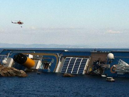 Rescate de un superviviente del 'Costa Concordia'.