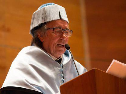 Serrat, tras ser investido doctor 'honoris causa' por la Universidad de Lleida.