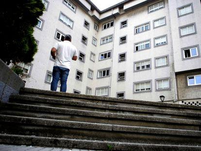 Vista general este jueves de la calle Juan Darriba de A Coruña, donde ha sido asesinada una mujer de 52 años.