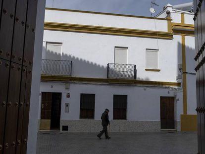 Una de las calles de la localidad sevillana de El Pedroso.