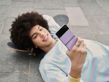 Plegable, resistente al agua y el favorito de BTS: anatomía del 'smartphone' que definirá la generación del futuro