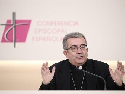 El secretario general de la Conferencia Episcopal, Luis Argüello, este viernes en la última rueda de prensa de la Asamblea Plenaria del organismo.