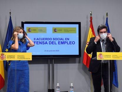 La ministra de Trabajo, Yolanda Díaz, y el ministro de Inclusión, Seguridad Social y Migraciones, José Luis Escrivá, el 18 de septiembre.