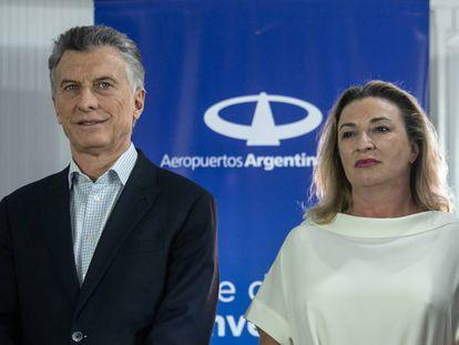 El presidente argentino, Mauricio Macri, y la consejera delegada de Air Europa, María José Hidalgo, en la inauguración del vuelo Madrid-Iguazú.
