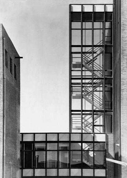 La fábrica Monly construida en Madrid y diseñada por los arquitectos Genaro Alas y Pedro Casariego. / Uría Foto