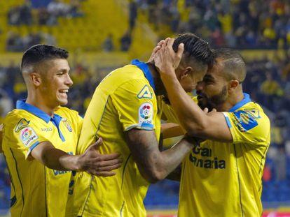 Los jugadores de Las Palmas celebran el gol.