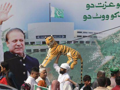 Simpatizantes del ex primer ministroNawaz Sharif en Lahore (Pakistán), este viernes.