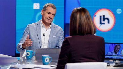 Toni Cantó en el programa 'La hora de La 1'  junto a Mónica López.