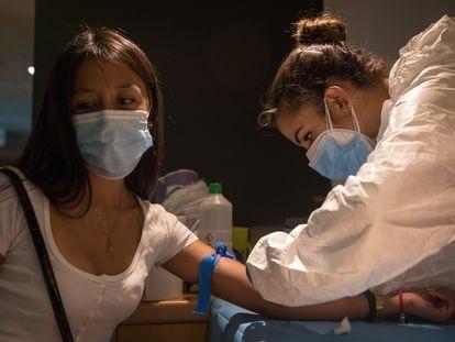 Dispositivo para la realización de un estudio de seroprevalencia en Arroyomolinos para conocer la incidencia del coronavirus.