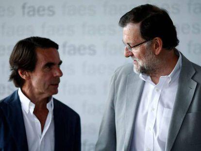 José María Aznar y Mariano Rajoy, en julio de 2015 en el campus de FAES.