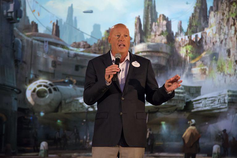 Bob Chapek presenta un parque temático de 'Star Wars' en Florida en 2017