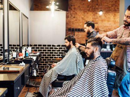 Estos son los trámites que tuvo que hacer la peluquería de tu barrio para cortarte el pelo