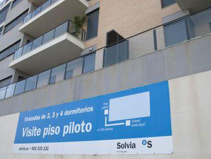 Promoción de viviendas del Banco Sabadell en la playa de San Juan de Alicante.