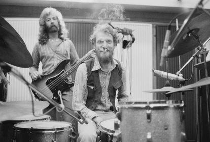 Ginger Baker en 1974 en el estudio de grabación con el grupo que formó con los hermanos Gurvitz, Baker Gurvitz Army.
