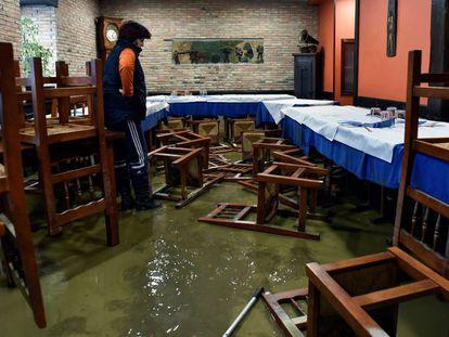 Interior de un local en Muxika tras las inundaciones.