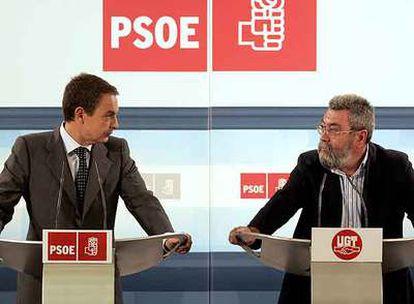 José Luis Rodríguez Zapatero y Cándido Méndez, en una rueda de prensa en 2005.