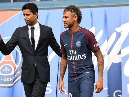 Nasser Al-Khelaifi durante la presentación de Neymar.