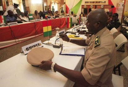 Jefes militares de las naciones africanas durante la reunión en Abiyán el sábado para planificar el apoyo en Malí.