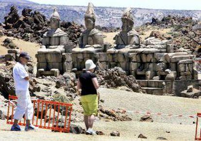 Decorados construidos en el Parque Nacional del Teide para el rodaje de 'Furia de titanes'.