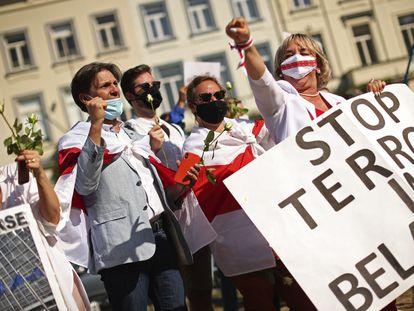 Protesta contra el régimen bielorruso, este lunes en Bruselas.