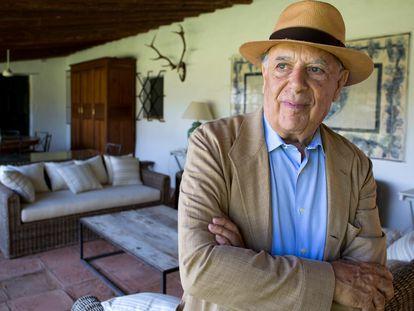 Carlos Falcó, Marqués de Griñón, fotografiado en su casa en Malpica de Tajo (Toledo), en 2015.