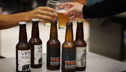 Algunos de los diferentes tipos de cervezas artesanales fabricadas en la Comunidad Valenciana.
