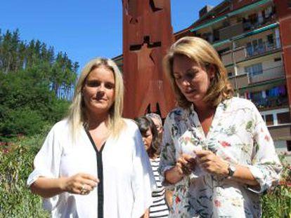 Mari Mar Blanco, y la presidenta del PP vasco, Arantza Quiroga, durante el homenaje a Miguel Ángel Blanco en Ermua.