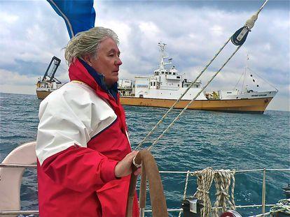 Pipe Sarmiento delante de Odyssey Explorer en las aguas del estrecho de Gibraltar en 2006.