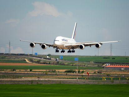 Un A380 de Air France, el avión comercial más grande del mundo, aterriza a finales de abril en Teruel.