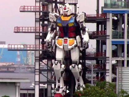 El robot, de 18 metros de altura y 25 toneladas de peso, esta semana en Yokohama, Japón. En vídeo, el gigante en movimiento.