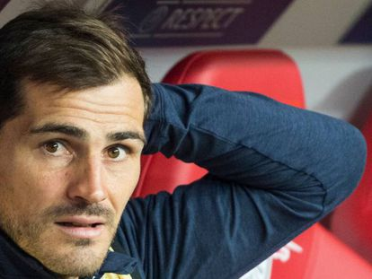Iker Casillas en el banquillo de Leipzig.