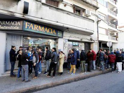 Una farmacia renuncia a la venta de marihuana por advertencias de su banco y entidades estadounidenses amenazan con dejar de operar con Uruguay