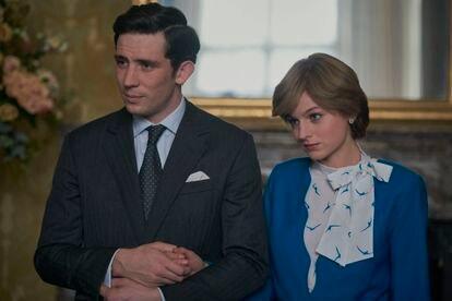 Josh O'Connor y Emma Corrin, favoritos en las categorías de mejor actor y actriz en los premios Emmy, como los príncipes Carlos y Diana en 'The Crown'.
