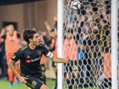 Vela anota un gol con LAFC.
