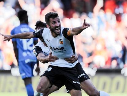 Jose Luis Gayà celebra el 2-2 del Valencia ante el Mallorca.