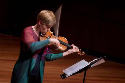 Isabelle Faust tocando con su violín de Antonio Stradivari las 'Variaciones Capricho' de George Rochberg.