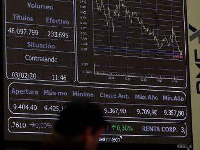 Paneles de información bursátil en la Bolsa de Madrid.