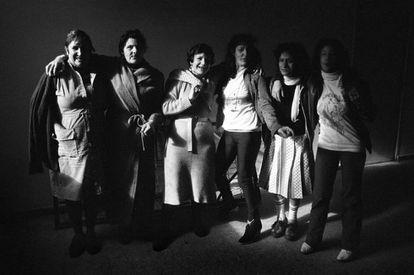 Mujeres en la cárcel de Yeserías (Madrid) en 1981, una de las imágenes del libro 'Franco ha muerto'.