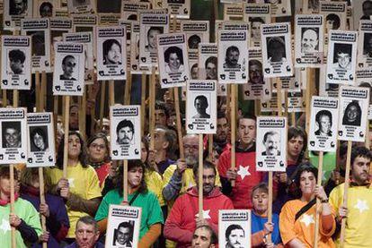Manifestación de familiares de presos de ETA, organizada por Batasuna en Bilbao, en marzo de 2007.