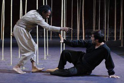 Escena de <i>Una flauta mágica,</i> dirigida por Peter Brook.