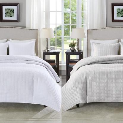 Esta colcha con fundas de almohada a juego es ideal para cualquier época del año