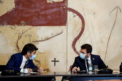 The president of the Generalitat, Pere Aragonès (right), and his vice president, Jordi Puigneró, last June at a meeting of the Catalan Government.