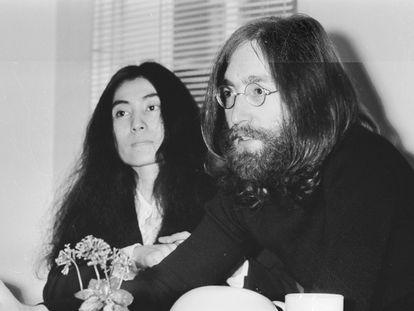 John Lennon y Yoko Ono, en Londres en mayo de 1969.