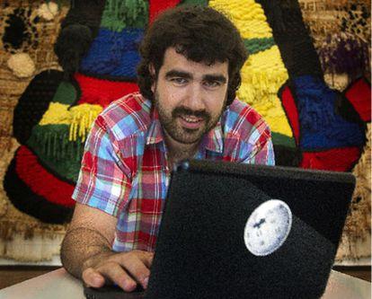 Álex Hinojo, miembro fundacional de la Viquipèdia en catalán, en la Fundaciò Miró, ayer.