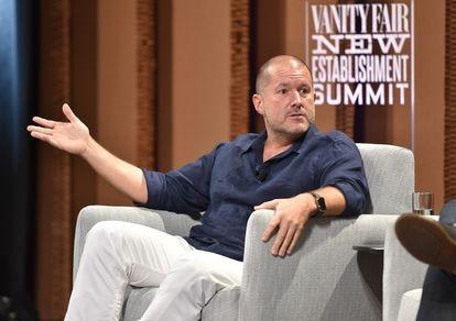 El diseñador Jonathan Ive, en una intervención pública en San Francisco en 2015, cuando era jefe de diseño en Apple.