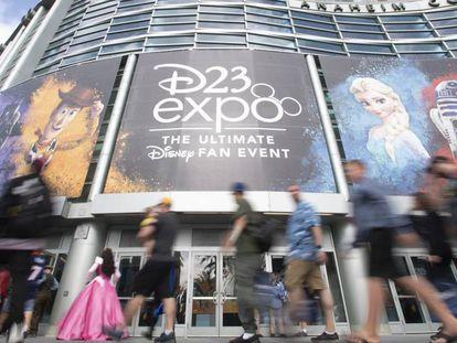 El centro de convenciones de Anaheim durante la convención D23. En vídeo, un avance de Disney+.